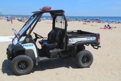 Véhicule de NYPD à la plage de Coney Island à Brooklyn Photographie stock
