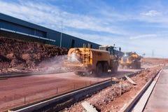 Véhicule de pulvérisation de l'eau de construction de routes Photographie stock