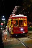 Véhicule de rue de rue de canal de la Nouvelle-Orléans la nuit Images libres de droits
