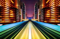 Véhicule de tache floue de mouvement futur se déplaçant dans la route urbaine ou le rail photos stock