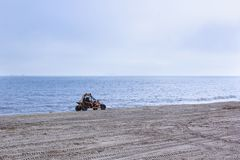 Véhicule de terrain à la plage photos stock