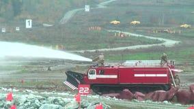 Véhicule direct MPT-521 de suppression des incendies dans l'action banque de vidéos