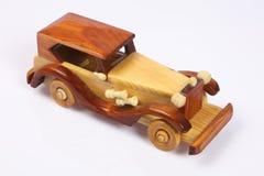 Véhicule en bois images libres de droits