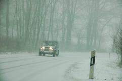 Véhicule en hiver Images stock