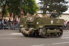 Véhicule militaire américain de la deuxième guerre mondiale défilant pour le jour national du 14 juillet, France Image stock