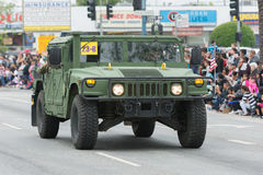 Véhicule militaire de HMMWV pendant le défilé de Memorial Day Photographie stock libre de droits