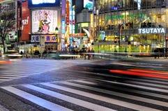 Véhicule rapide dans la rue du shibuya, Tokyo, Japon photographie stock libre de droits