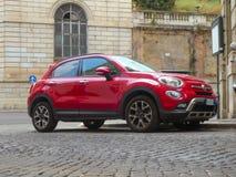 Véhicule rouge de Fiat 500 images libres de droits