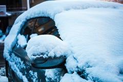 Véhicule Snow-covered photos libres de droits