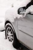 Véhicule sous la neige Images stock