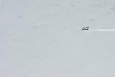 Véhicule sur le glacier Photographie stock libre de droits