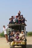 Véhicule surchargé dans Myanmar Photo libre de droits