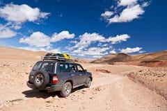 Véhicule tous terrains dans le désert Photographie stock libre de droits