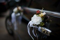 Véhicule wedding décoré Photographie stock libre de droits