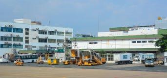 Véhicules à l'aéroport de Tan Son Nhat dans Saigon, Vietnam Photo libre de droits