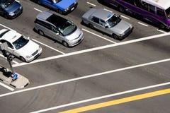 Véhicules à la jonction de circulation Photo libre de droits