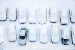 Véhicules couverts de neige Photos libres de droits