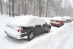 Véhicules dans la neige Photo stock