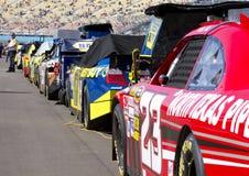 Véhicules de cuvette de NASCAR Sprint alignés Images libres de droits