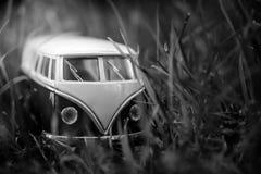 Véhicules de jouet de Van Classic sur le fond vert Image libre de droits