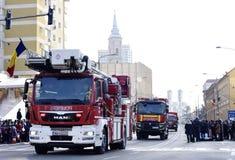 Véhicules de sapeur-pompier à un jour national dans Zalau, Roumanie image libre de droits
