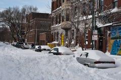 Véhicules enterrés par Snow Drift Photographie stock