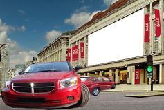 Véhicules rouges sur la rue de la vente. Images stock