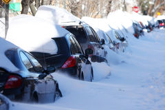 Véhicules sous la neige Image stock