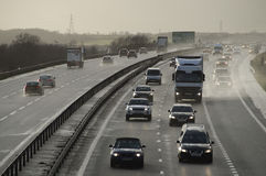 Véhicules sur une autoroute britannique Photographie stock