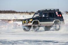 Véhicules tous terrains pendant les concours annuels dans la jeep Images stock
