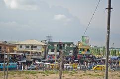 Véhicules utilisés de taxi à vendre au marché dans Oshodi Photos libres de droits
