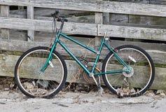 Vélo abandonné Image stock
