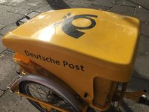 Vélo allemand de Deutsche Post images stock
