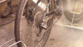 Vélo boueux banque de vidéos