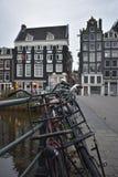 Vélo chez le Singel à Amsterdam Image libre de droits