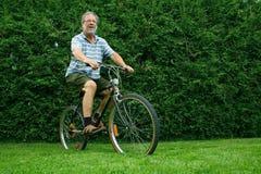 Vélo d'équitation d'homme Photo stock