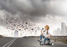 Vélo d'équitation de fille Photo stock