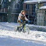 Vélo d'équitation de garçon Images libres de droits