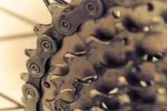 Vélo de montagne arrière dans rétro photo stock