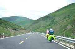 Vélo de montagne de recyclage de personnes Photographie stock