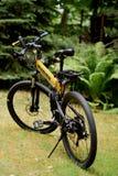 Vélo de montagne de survie, pliage, humner photographie stock libre de droits