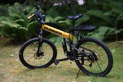 Vélo de montagne de survie, pliage, humner images libres de droits