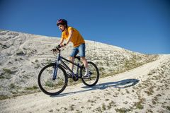 Vélo de montagne Sport et vie saine Sports extrêmes BIC de montagne Photographie stock