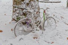 Vélo de Zagreb dans la neige Photo stock