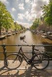 Vélo enchaîné à Amsterdam Photos stock