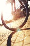 Vélo ensoleillé abstrait images stock
