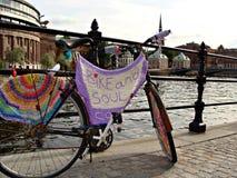 Vélo et âme photographie stock