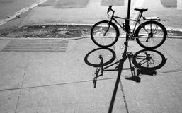 Vélo et ombre Photos libres de droits