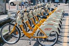 Vélo partageant à Milan Photographie stock libre de droits