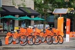 Vélo partageant le programme BikeTown dedans en centre ville photographie stock libre de droits